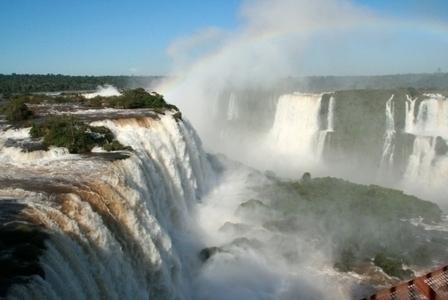 Com alta na demanda, Azul amplia rota de voos de Foz do Iguaçu para Florianópolis, Londrina e Maringá
