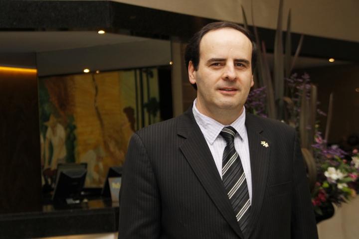 Silvio Rossi assume nesta terça-feira (1º) a gerência geral do Ramada Plaza Rayon (PR)
